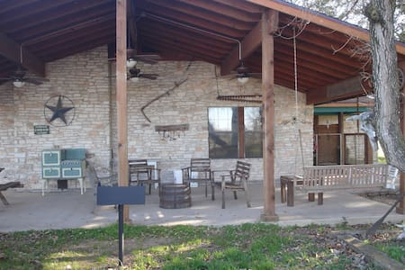 Texas working cattle ranch-sleeps 12 - La Grange - 独立屋