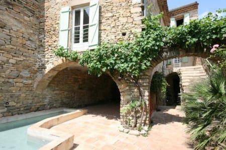 Jolie maison du 17ème près d'Uzès - Saint-Étienne-de-l'Olm