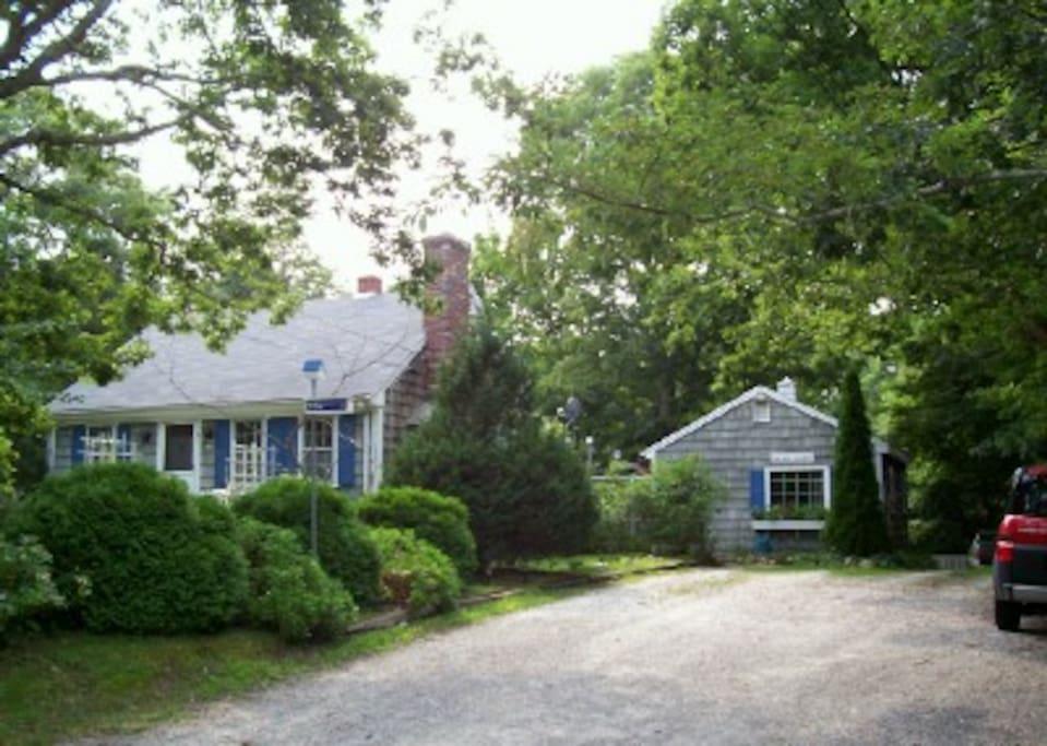 chickadee cottage martha 39 s vineyard houses for rent in. Black Bedroom Furniture Sets. Home Design Ideas