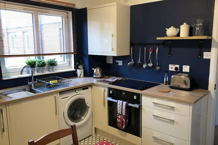 Lovely 2 Bed Apartment in Livingston nr Edinburgh