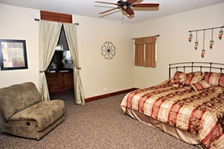 Picture perfect cabin nestled near Zion Park