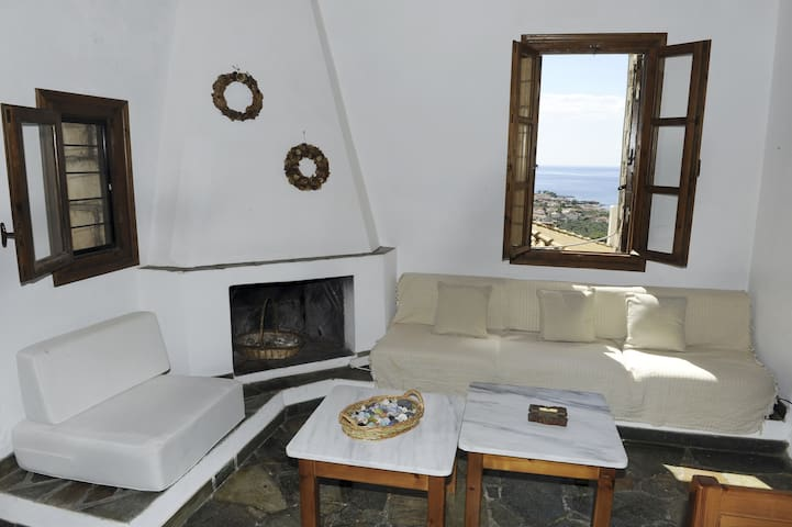 Cobble tower, amazing view, 1,5km from the beach!! - Lefktro - Huis