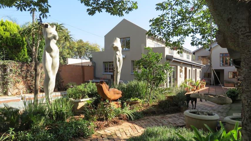 The Sculpture Yard - Loft Apartment