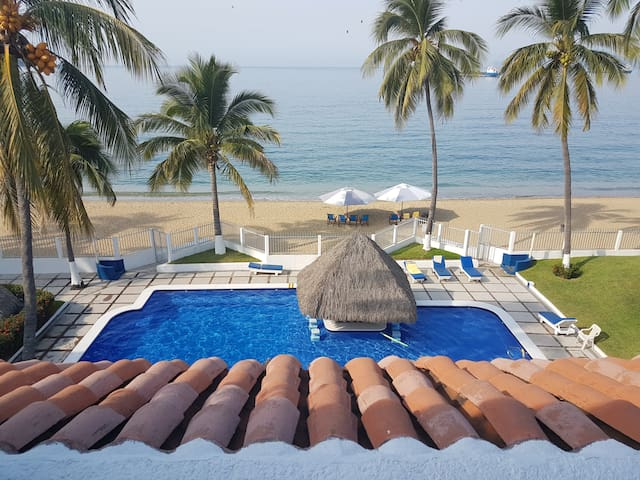 BEAUTIFUL BEACH SIDE CONDO IN LAS BRISAS BAY - Manzanillo