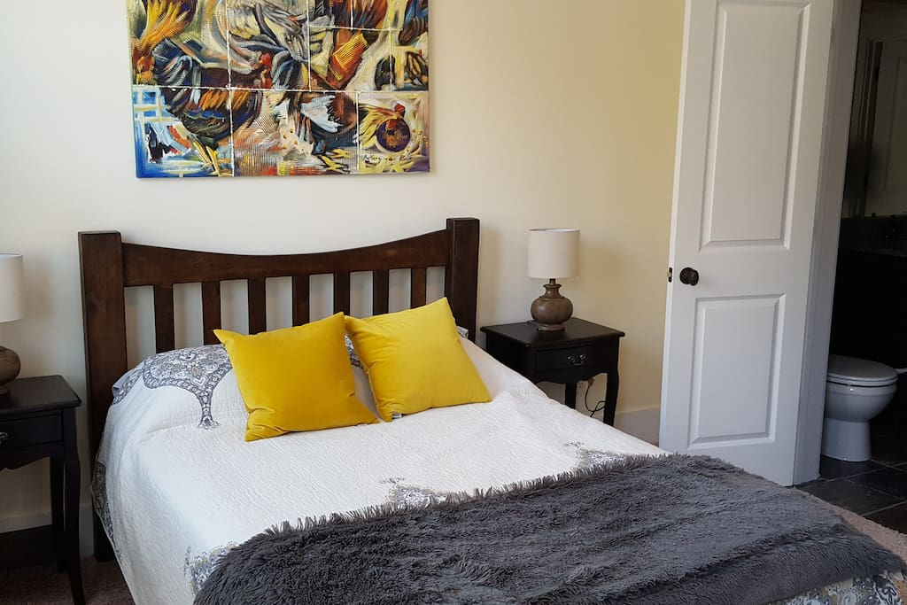 The 2nd guest room, with full size bed