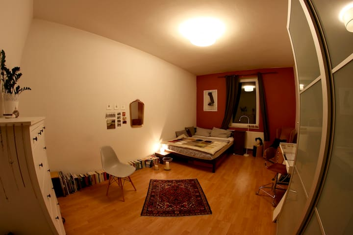 nice room in central cosy flat - Munique - Apartamento