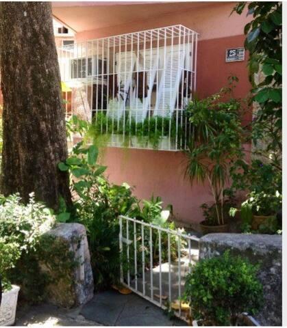 Tranquilidade do Jardim Botânico ao lado do IMPA