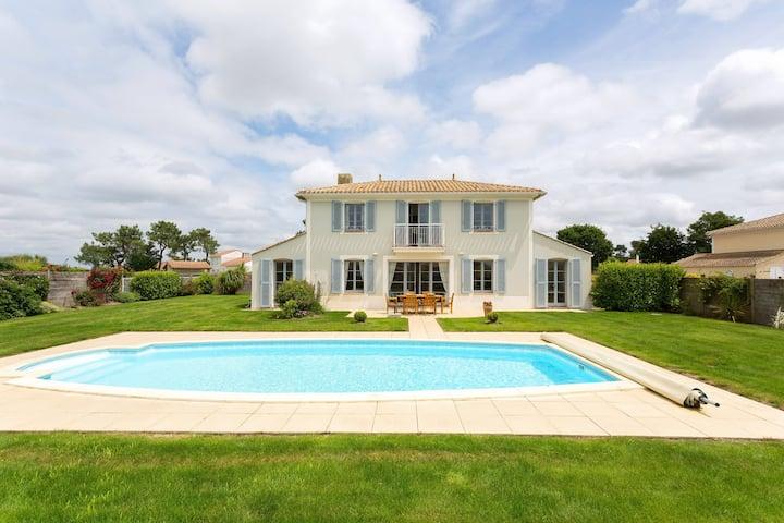 Bon Rapport Qualité-Prix! Villa au calme, avec piscine privée | sur le Terrain de Golf