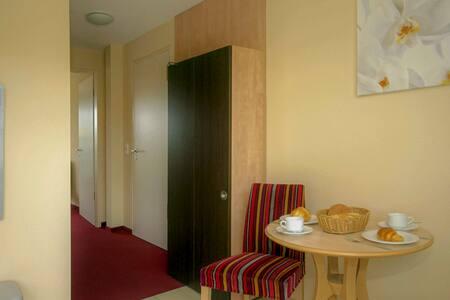 Z: Haus Inselperle mit Blick auf den Bodden, Wohnung 04 mit Terrasse und Boddenblick