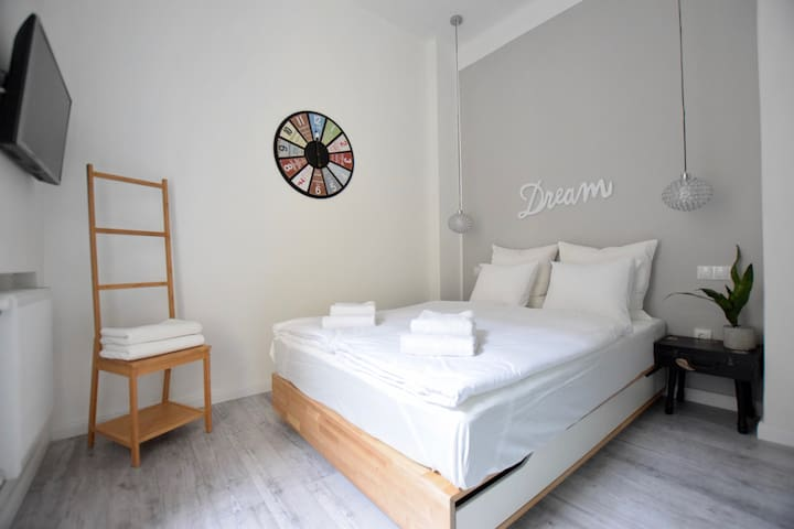 Hi5 Apartments 77 - Best location modern place