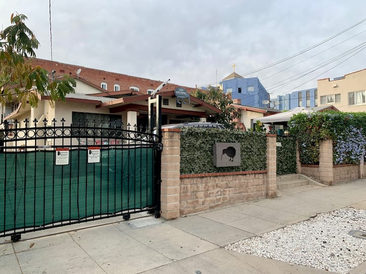Single Room in Hollywood Home