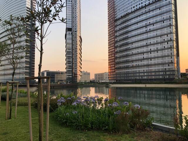 Brand new apartment overlooks a bond pool