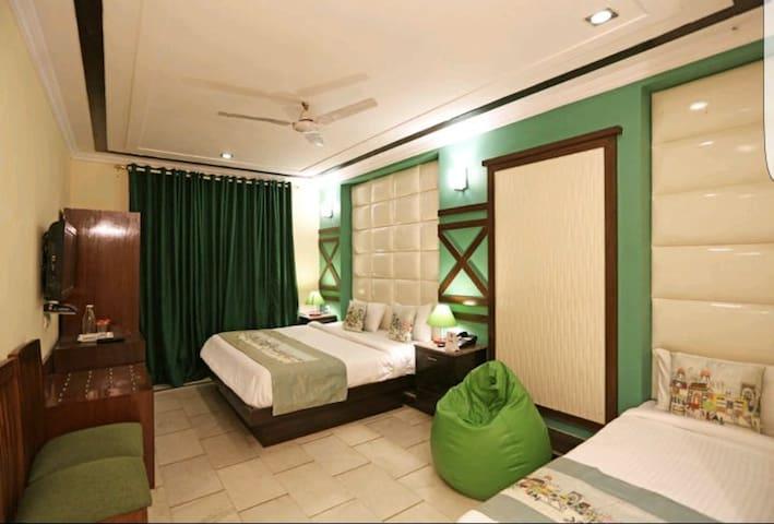 Hotel Unistar Triple Ac room