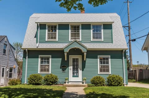 Charming Dutch Colonial in Milwaukee