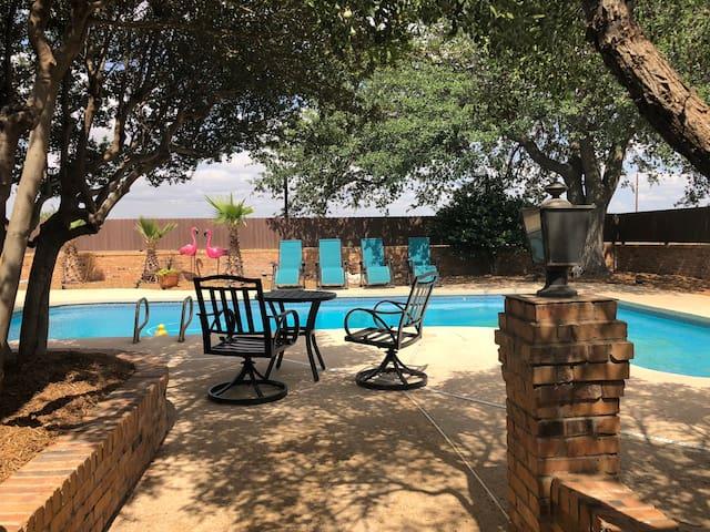 Kermit Guest House / Pool Access / WiFi