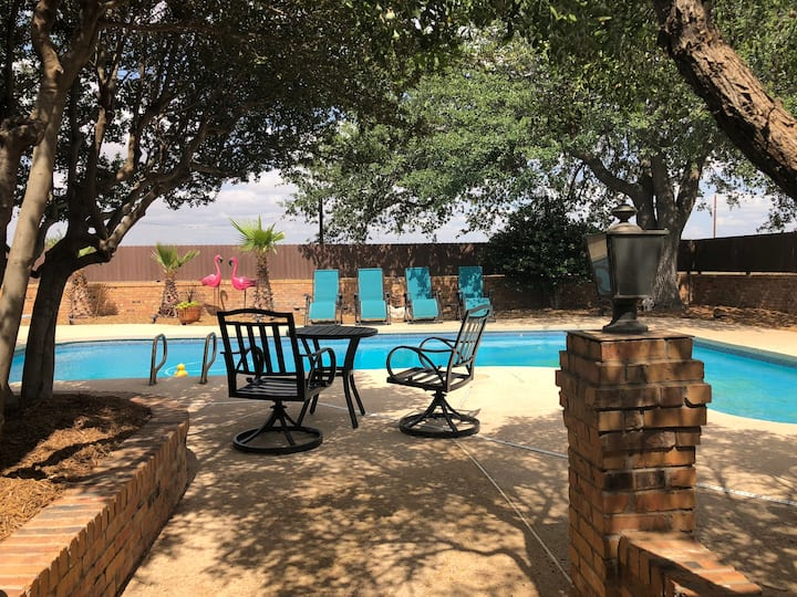 Kermit Guest House / Pool Access / WiFi