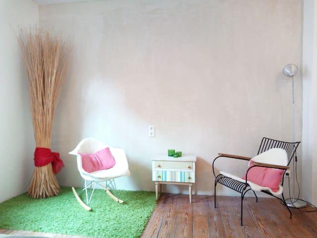 Ruhiges Zimmer in frisch renovierter Wohnung