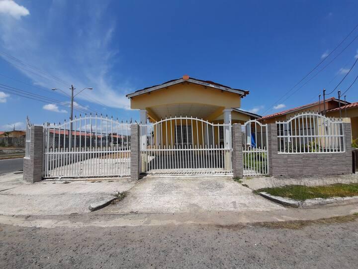 Alquilo Habitación  instalaciones compartida