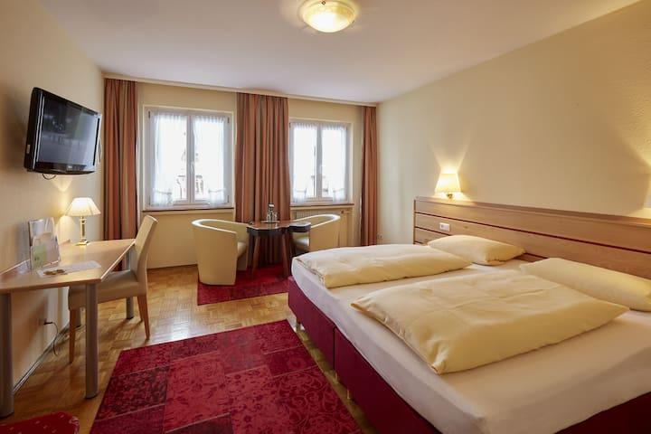 Hotel Lindenhof, (Bräunlingen), Doppelzimmer Komfort mit Dusche und WC