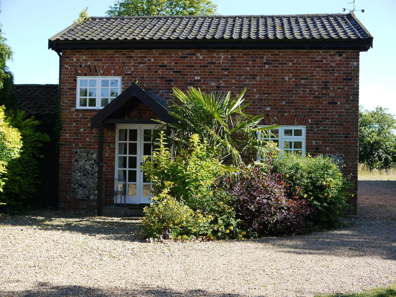 Rose Cottage set in a tranquil rural location.