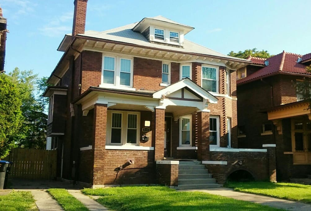 Black bottom village eddie suite houses for rent in for 3 4 houses in michigan