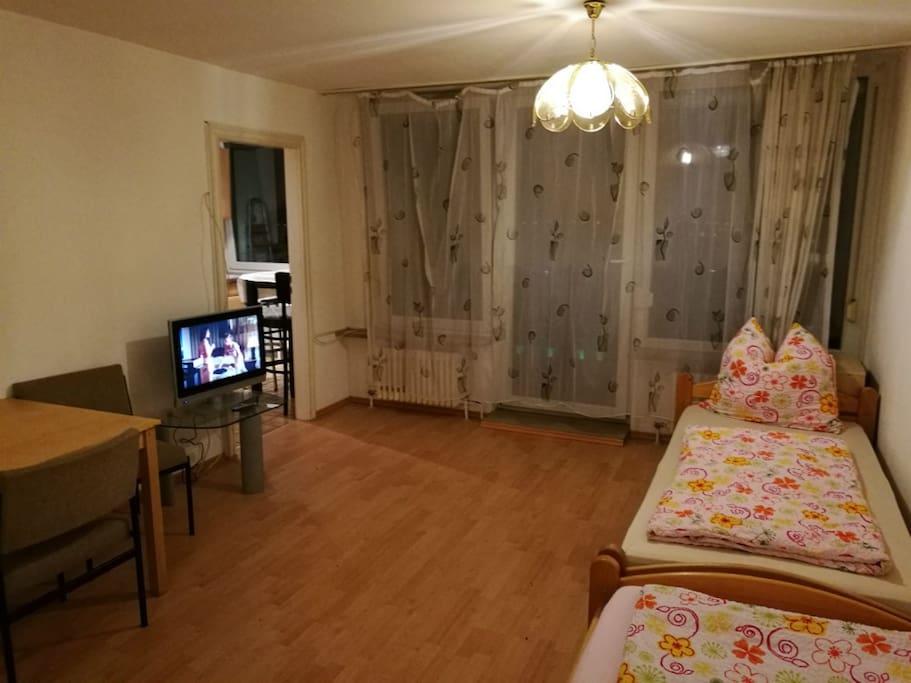 Room / Zimmer 1