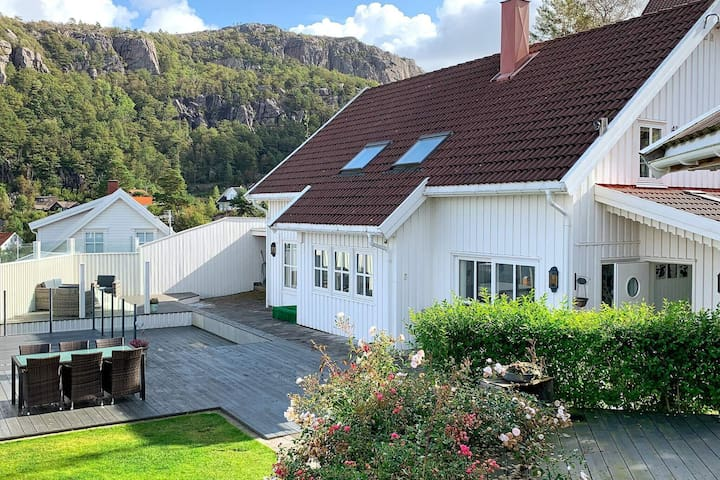 4 star holiday home in LINDESNESNES
