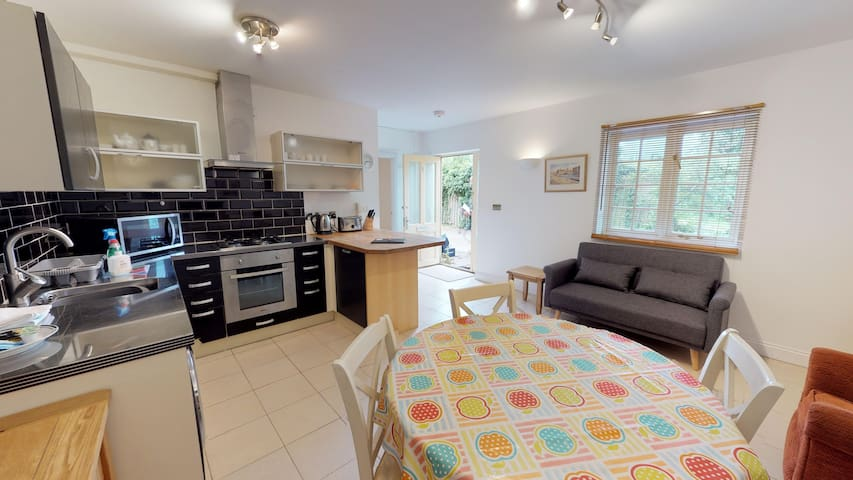 Station cottage - nr Blenheim Palace and Woodstock