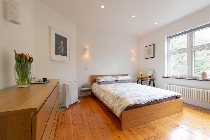 Luxurious double room & gorgeous en-suite.Highgate