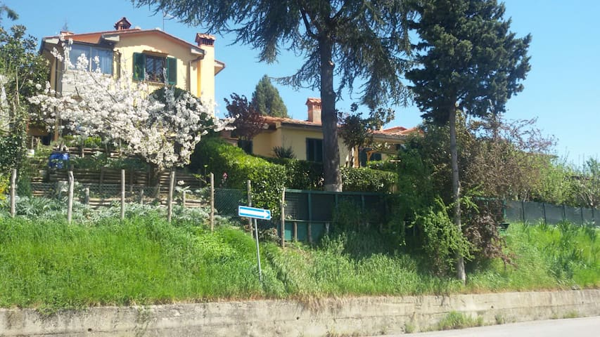 Two-storey house with lovely garden - Barberino di Mugello