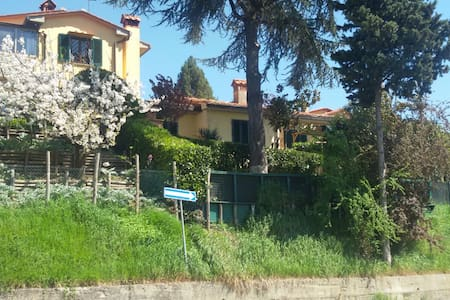 Two-storey house with lovely garden - Barberino di Mugello - Haus