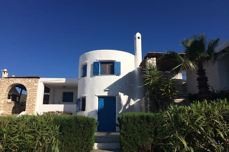 Relax in the spacious VILLA BIANCA  in Paros!
