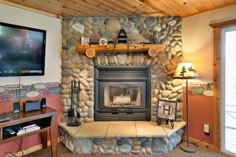 Lake Vista Grindstone cabin on snowmobile trail