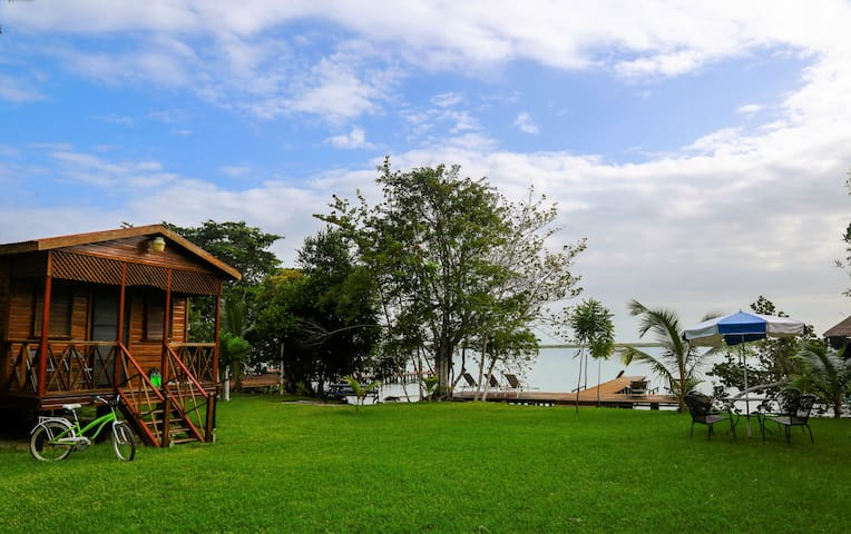 Beautiful bungalow in front of the Bacalar lagoon!