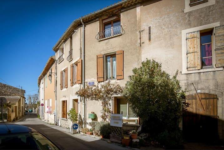 Maison de village, en provence