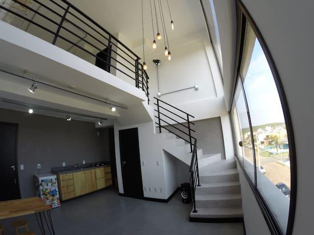 Loft industrial moderno a 2 quadras da Guarita