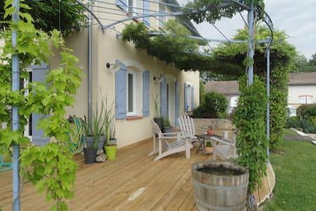 Maison Tout Confort avec piscine proche aéroport - Saint-Sauveur - Rumah