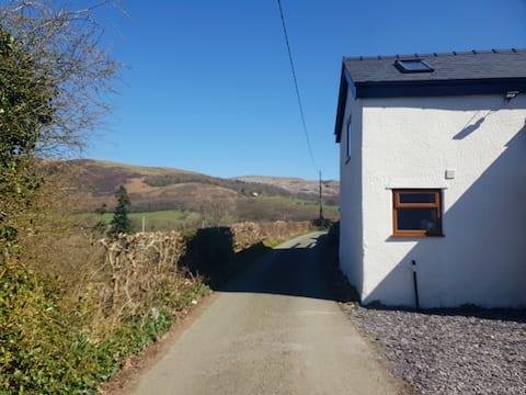 New barn conversion with woodburner near pub