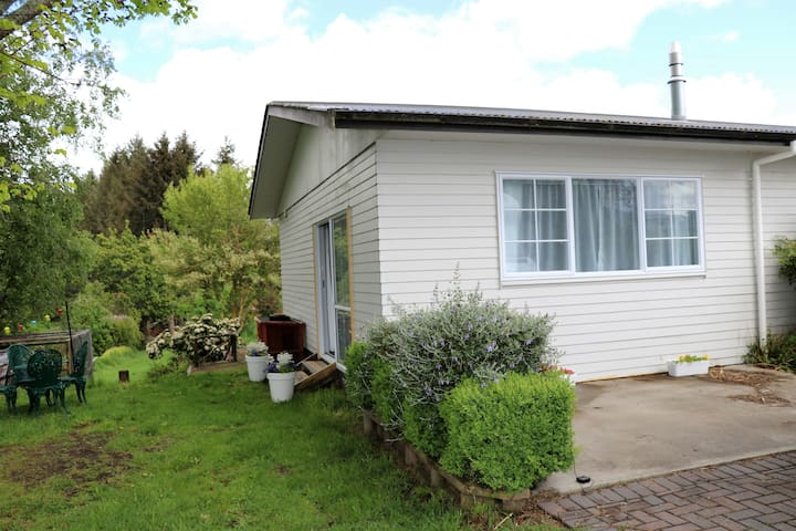 Paeroa View, self contained apartment, wood burner