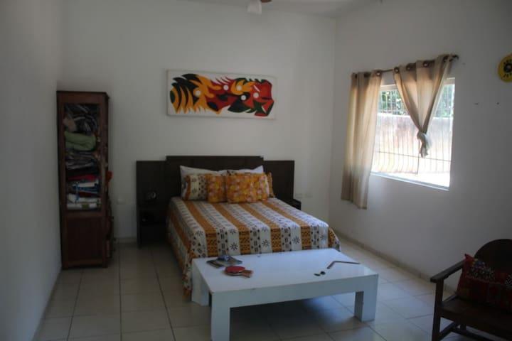 Excelentes quartos próximo à praia do Parracho 01