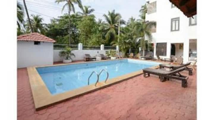 1Room L-2 just 50 meter from morjim beach