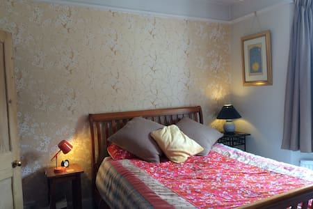 Great room. Great views. Hop, skip & jump to city - Maison