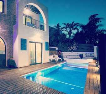 4 bed villa with pool#jacuzzi Amazing location