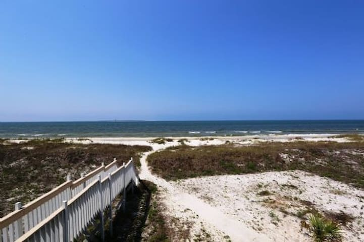 Gulf Front, Pet Friendly, Shelling, 1 Bedroom, Quiet Beach, St Joe Beach ~ Epiphany