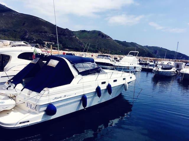 Fiart 36 - Boat & Breakfast