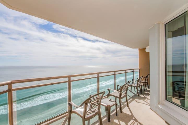 Oceanfront Suite | Balcony, Pool + Oceanfront Fitness Room
