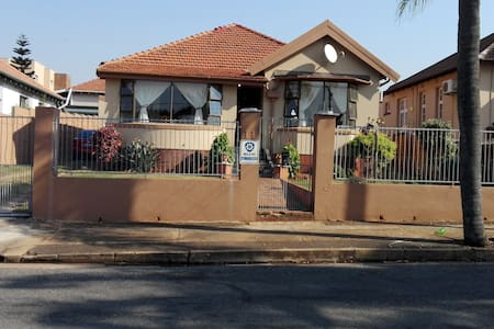 pottier's home - Durban - Huis
