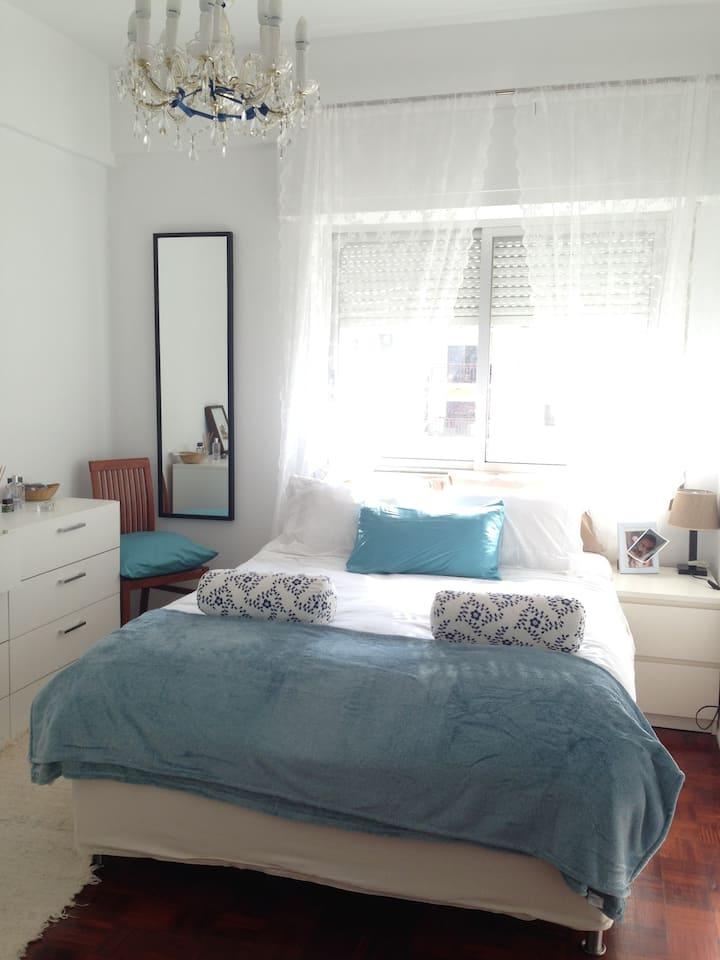 Cozy apartment/rooms between lisbon & beach -