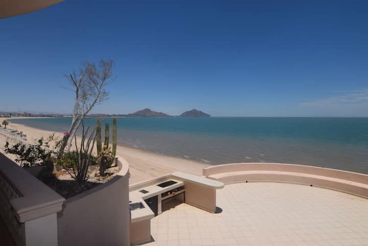 Amazing Beachfront Condo - Palmas 1