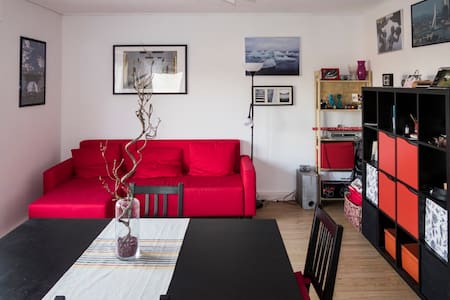 Private Room in a nice flat close to Train Station - Apartment